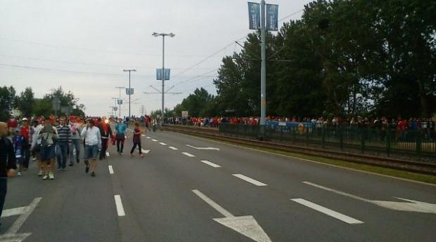 Kibice wracają do Gdańska ulicą Marynarki Polskiej.