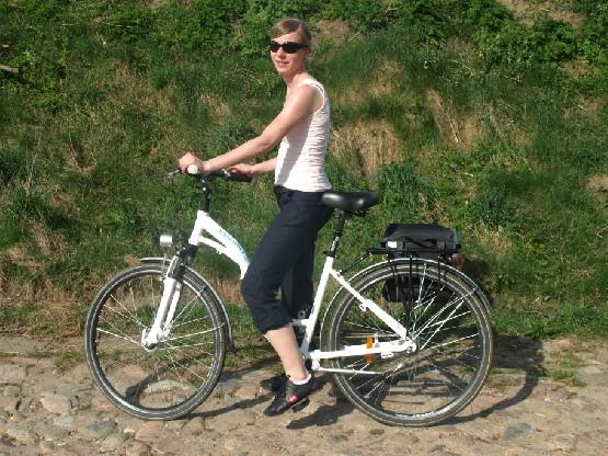 Rowery trekkingowe bardzo dobrze radzą sobie również na drogach gruntowych