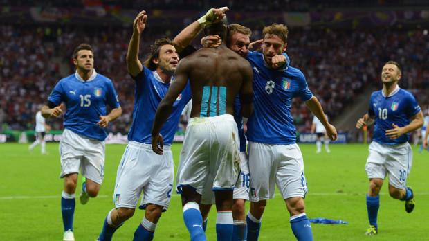 Mario Balotelli znalazł receptę na niemiecką defensywę - jego dwa trafienia wprowadziły Włochów do finału.