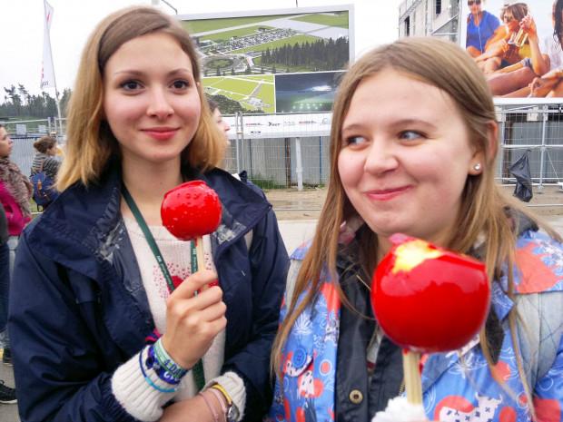 Dziewczyny polecają: jabłka w karmelu (oraz inne owoce w czekoladzie).