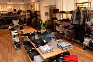 Men Boutique w Gdyni. W ofercie panowie znajdą szeroki wachlarz ubrań.
