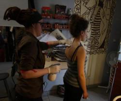Świost to babskie studio tatuażu, prowadzone przez dziewczyny i adresowane przede wszystkim do dziewczyn.