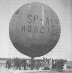 Za takimi balonami jechali uczestnicy imprez Polskiego Klubu Touringowego w latach dwudziestych i trzydziestych.