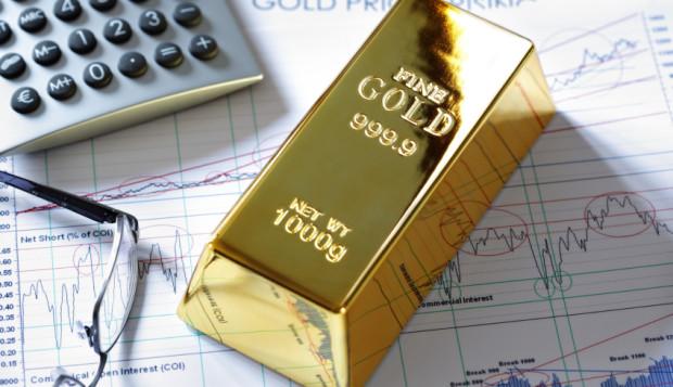 """Amber Gold oferuje inwestycje w złoto, srebro i platynę o gwarantowanej stopie zwrotu. Eksperci twierdzą jednak, że nie można zapewnić klientom tzw. """"gwarantowanych zysków"""" z """"lokat"""" w złoto."""