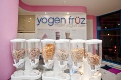 Yogen Früz to pyszne jogurty, desery oraz mrożone kawy w Krzywym Domku.