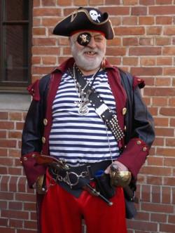 Leszek Włodarczyk był przyjacielem poprzedniego gdańskiego pirata, Andrzeja Sulewskiego. Jego też można czasem spotkać na Głównym Mieście.