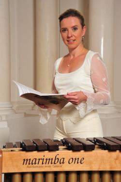 - Grałam w tej orkiestrze, kiedy byłam uczennicą szkoły muzycznej. Była to wówczas najlepsza orkiestra w okolicy, a ja chciałam grać z najlepszymi. Cieszę się, że po latach mogę właśnie z nimi wykonać polską prapremierę koncertu, który Anna Ignatowicz- Glińska skomponowała specjalnie dla mnie - powiedziała po koncercie Katarzyna Myćka.