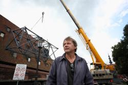 Jerzy Janiszewski, twórca znaku graficznego Solidarności, po ponad 30 latach wrócił do Gdańska, by stworzyć przy Wielkim Młynie wielką instalację.
