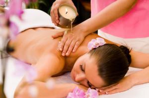 Świece do masażu składają się z naturalnego masła Shea ( karite) olejeku z jojoba oraz esencjonalnego olejku eterycznego.