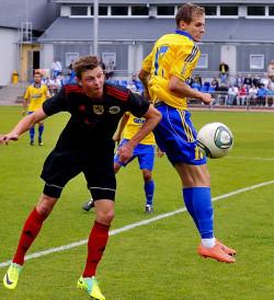 W reprezentacji U-20 Julien Tadrowski (z prawej) rozegrał pełne 90 minut w wygranym meczu z Czechami. Po połowie zagrali jego koledzy z Arki: Mateusz Szwoch i Michał Szromnik.