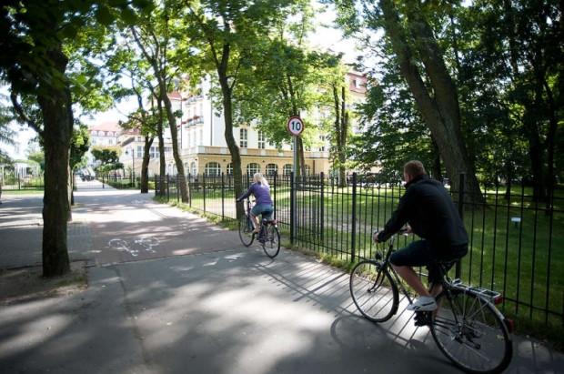 We wtorek w Sopocie stanęły znaki ograniczające prędkość na drodze rowerowej.