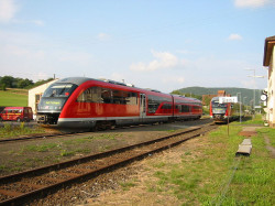 Siemens Desiro. Niemiecki spalinowy zestaw trakcyjny w barwach Deutsche Bahn.