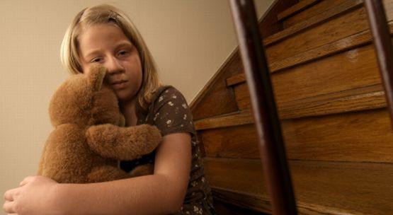 Większość dzieci - niezależnie od wieku - ukrywa fakt, że doznało skrzywdzenia seksualnego.