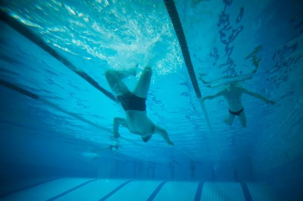 Jeden z najnowocześniejszych basenów jest na PG. Z pomieszczenia wioślarni można obserwować pływających niemal z dna basenu.