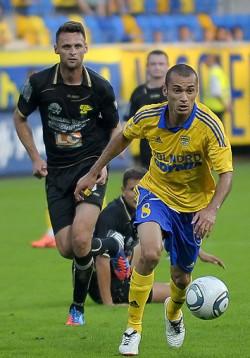Gol Marcusa w doliczonym czasie gry zapewnił rezerwom Arki pierwsze zwycięstwo. Brazylijczyk wsparł zespół na skutek przełożenia meczu I ligi w Niecieczy.