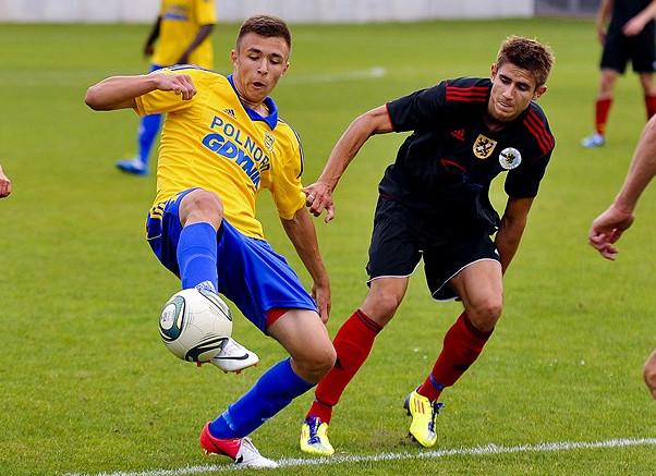 Dariusz Formella z Arki Gdynia rozegrał całe spotkanie w barwach reprezentacji Polski do lat 18. Niestety, biało-czerwoni przegrali w Strumnicy 0:1.