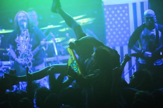 Trójmiejscy metalowcy nie mogą mieć żadnego powody do narzekań na koncert Soulfly – dawno nie grano tutaj tak ognistej i perfekcyjnie wykonanej ciężkiej gitarowej muzyki.
