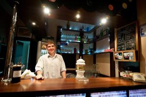 Komar w centrum Gdyni to kolejny bar z tanimi zakąskami i napitkami.