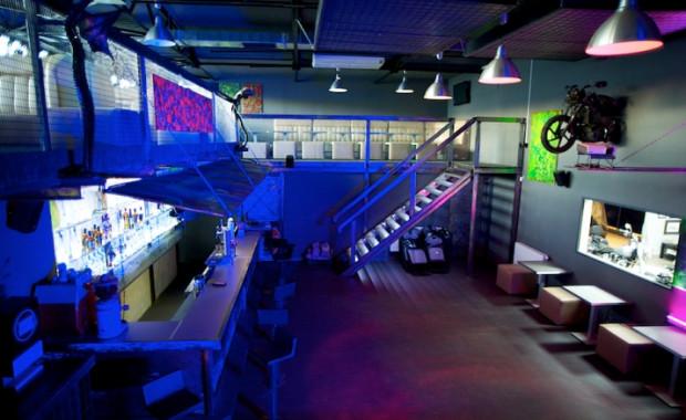 Klub Polmozbyt raper Liroy otworzył w industrialnych wnętrzach hali zakładu motoryzacyjnego we Wrzeszczu.