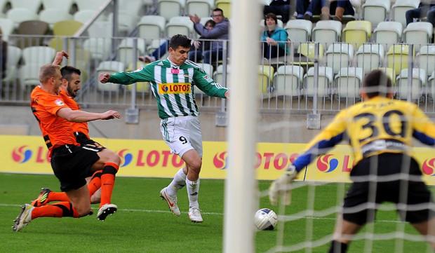 Piotr Grzelczak miał aż cztery dogodne okazje na gola, ale nawet w Młodej Ekstraklasie nie grzeszy skutecznością.
