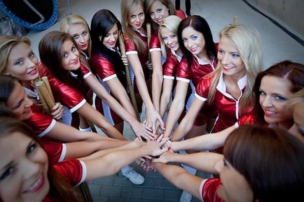 """Gdyńskie cheerleaders niczym muszkieterki walczyły o swoją przyszłość w myśl powiedzenia: """"Jedna za wszystkie, wszystkie za jedną!"""""""