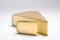 Comté – francuski ser produkowany na wschodzi kraju, w rejonie Franch-Comté. Ma twardą, ciemną, prawie brązową skórkę i żółty miąższ o słonym, orzechowym, aromatycznym smaku. Najpopularniejszy twardy ser we Francji.