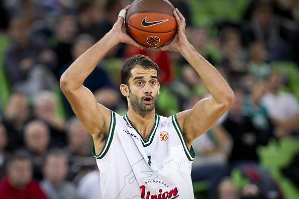 Robert Rothbart w minionym sezonie występował w Union Olimpiji Ljubljana. Zawodnik dysponuje aż trzema paszportami: bośniackim, serbskim i izraelskim.
