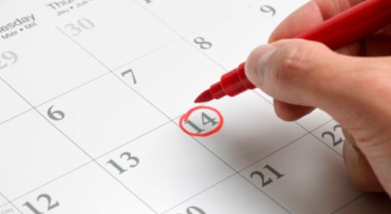 Osoby, które pracują w systemie poniedziałek - piątek, pierwszy raz otrzymają wolny dzień za 3 maja 2014, ponieważ wcześniej żadne święto nie przypada w sobotę.