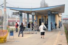 Przystanek SKM Gdynia Grabówek zlokalizowany jest na terenie Leszczynek. Kolejny - Gdynia Leszczynki znajduje się w granicach Chyloni.