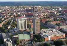 W krajobrazie gdańskiego Starego Miasta króluje nie Bazylika Mariacka, a wieżowce. Ceglany kolos czy ul. Długa to Główne Miasto.