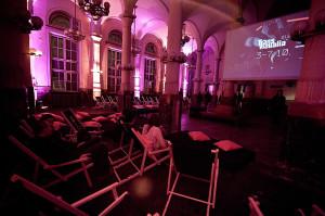 Zamknięty na co dzień budynek Banku Polskiego w Gdyni na czas festiwalu zamienił się w kino.