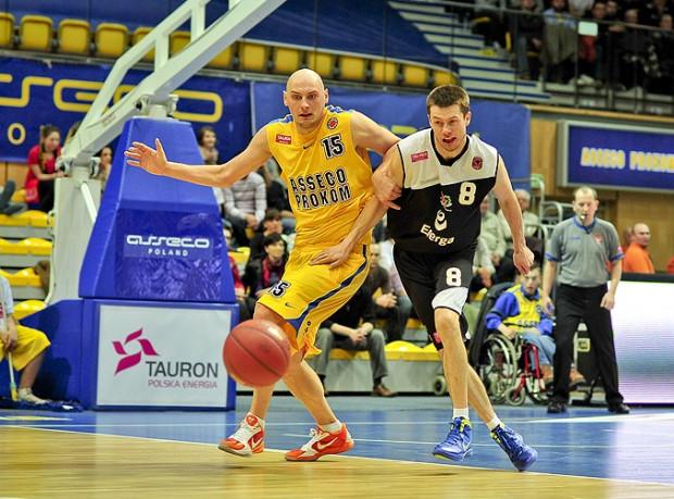 Krzysztof Roszyk w minionym sezonie występował w Enerdze Czarnych Słupsk. Angaż w Gdyni jest dla niego powrotem do Trójmiasta. W sezonie 2007-2008 sięgnął po tytuł mistrzów Polski z ówczesnym Prokomem Treflem Sopot.