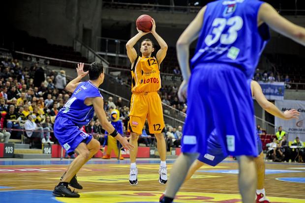 Na zdjęciu Łukasz Wiśniewski jeszcze w barwach Trefla. W sobotę koszykarz zagra przeciwko sopockiej drużynie w zespole AZS Koszalin.