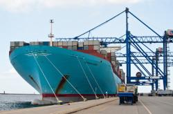 """Potem przyszła pora na kolosy o pojemności 15,5 tys. TEU. Na zdjęciu """"Eleonora Maersk""""."""