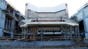 W miejscu widowni Dużej Sceny Teatru Muzycznego obecnie znajduje się wielka dziura. Jednak intensywne prace trwają tu cały czas i do końca roku budynek ma zostać zadaszony.