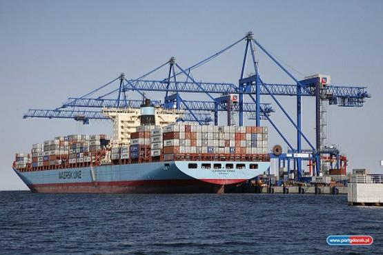 """""""Eleonora Maersk"""", w której ładowniach może zmieścić się 15,5 tys. kontenerów cumuje przy DCT. Za kilka lat gdański terminal DCT, który właśnie obchodzi piąte urodziny, ma być gotowy na przyjęcie """"osiemnastotysięczników""""."""