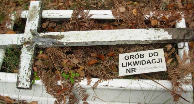 Brak opłaty za miejsce na cmentarzu może spowodować, że pewnego dnia grób z niego zniknie.