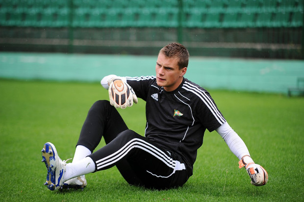 Michał Buchalik ma szansę wreszcie na dłużej zostać bramkarzem Lechii, ale powinien dać sygnał, że na to zasługuje, dobrą postawą w meczu z Legią.