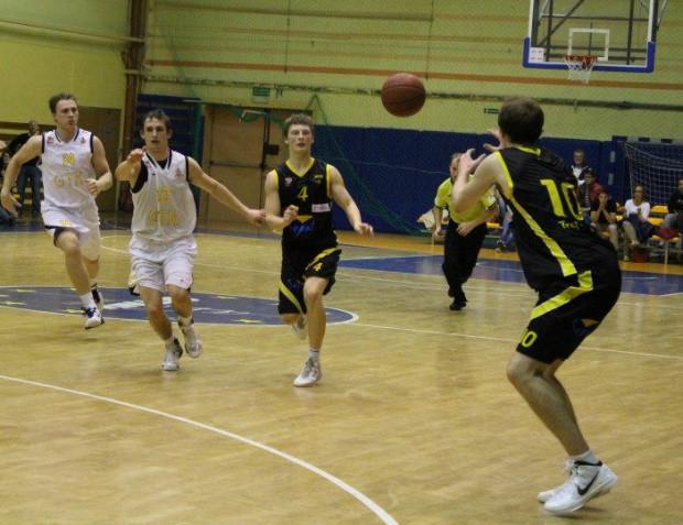 Wygrana z zespołem z Władysławowa to dla sopocian drugie pucharowe zwycięstwo po wygranej nad GTK Gdynia. Żółto-czarni są jedynym trójmiejskim II-ligowcem w tych rozgrywkach, gdyż wcześniej odpadli także gdańscy Korsarze.