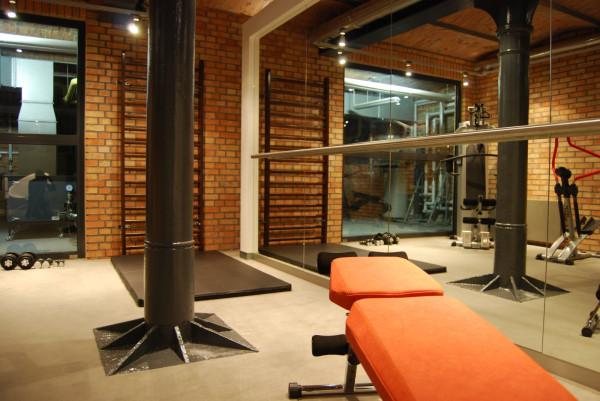 Katarzyna Zborowska, właścicielka Studia360, przy współpracy z Beatą Nowczyńską, właścicielką Nova Design zaprojektowały salę fitness połączoną ze strefą wypoczynku na zamkniętym osiedlu Aquarius w Sopocie.