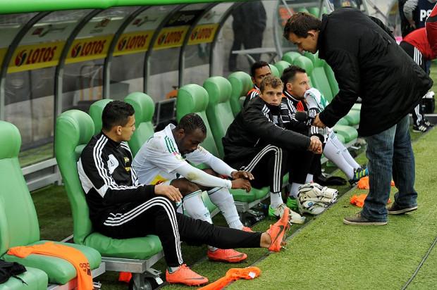 Abdou Razack Traore (drugi z lewej) z powodu urazu pachwiny nie pojechał na mecz do Chorzowa.