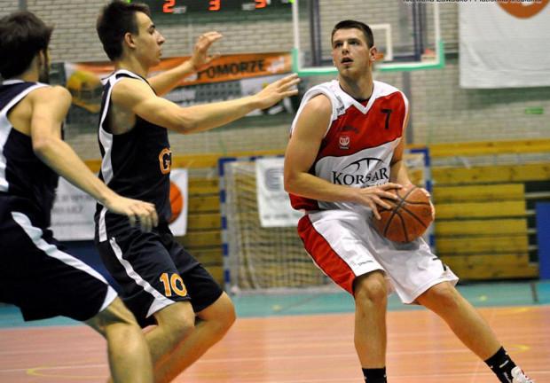 Gdańscy koszykarze w pięciu meczach doznali tylko jednej porażki. Podobny bilans mają trzy inne zespoły ze ścisłej  czołówki ich grupy w II lidze.