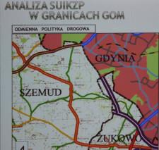 Przykład zupełnie odmiennego podejścia do planowania sieci dróg, których przebieg jest całkowicie inny w Żukowie, Szemudzie i Gdyni.