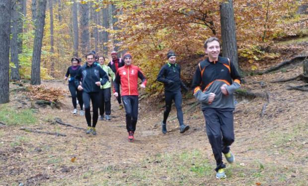 Jesień to dobry czas na bieganie, warto wybrać się na zajęcia w niedzielne przedpołudnie.