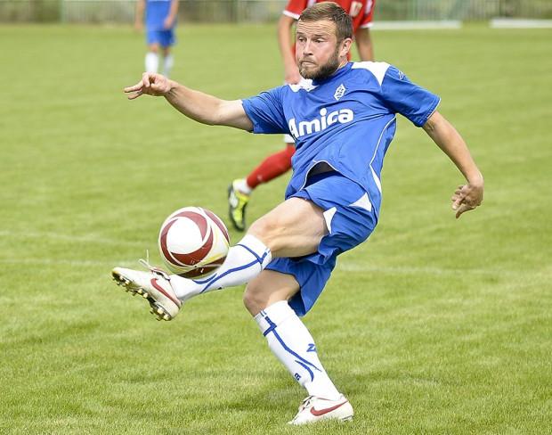 Bałtyk Gdynia miał grać o awans do II ligi jednak na dwa mecze przed końcem rundy jesiennej zmierzy się z rezerwami Arki w spotkaniu drużyn walczących o opuszczenie strefy spadkowej. Na zdjęciu Błażej Adamus.