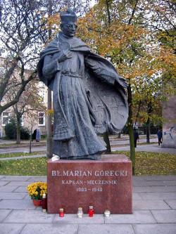 Pomnik ks. Mariana Góreckiego w Nowym Porcie.