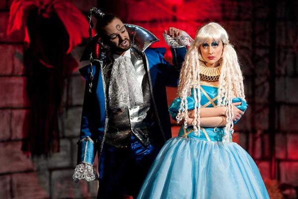 """Ekscentrycznego Rumburaka i piękną Arabelę zobaczyć można w zwariowanym przedstawieniu Teatru Wybrzeże """"Arabela"""" (prezentowanym 5, 7 i 9 grudnia)."""