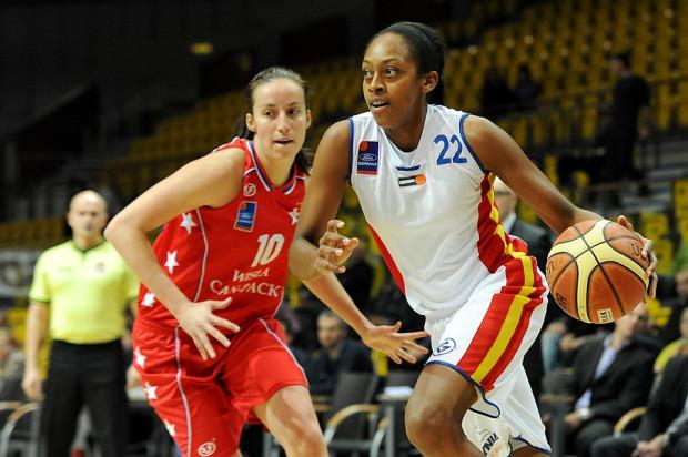 Centrum Wzgórze Gdynia wygrało po serii czterech porażek. Do zwycięstwa zespół poprowadziła Antonia Bennett, zdobywczyni 15 punktów. To ona oddała rzut, który przechylił szalę zwycięstwa na korzyść gdynianek.