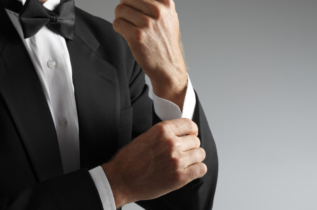 Elegancki wygląd nie polega tylko na kupnie męskiego garnituru, a również na wyborze rozmiaru odpowiedniego do proporcji ciała.