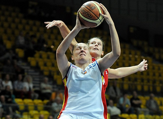 Małgorzata Misiuk (na pierwszym planie) jest jedną z najlepszych koszykarek Centrum Wzgórze Gdynia choć przyznaje, że przed nią i resztą drużyny jeszcze wiele pracy